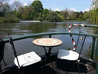 The Time Machine - beautiful barge - Chertsey vacation rentals