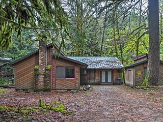 Charming 2BR Welches Cabin w/Private Hot Tub! - Welches vacation rentals