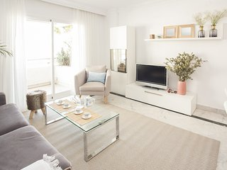 Cozy, newly refurbished 2BDRS flat in Puerto Banus, walk to the sea!! - Marbella vacation rentals