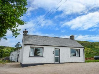 GAPPLE COTTAGE, all ground floor, multi-fuel stove, lough views, Rathmullan, Ref 940523 - Kerrykeel vacation rentals