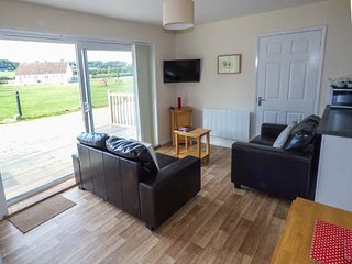 SALTERNS 2, pet-friendly properties, on-site bar and cafe, parking, next to - Seaview vacation rentals