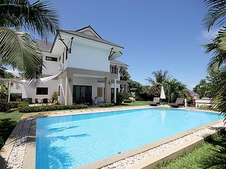 Beautiful 3 bedroom Huai Yang House with Deck - Huai Yang vacation rentals