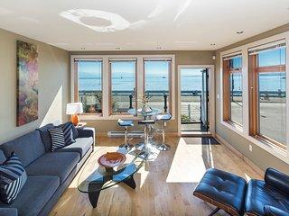 Scenic Ogden Point Harbor View - Victoria vacation rentals