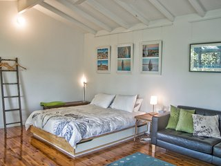 Bundeena stylish garden studio near beaches - Bundeena vacation rentals