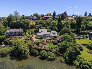 Lake edge luxury, The Willows, Rotorua New Zealand - Rotorua vacation rentals
