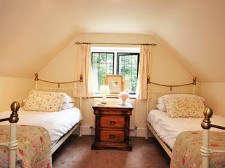 UPORC Cottage in Bourton-on-th - Great Rissington vacation rentals