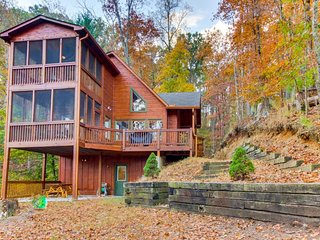 Modern cabin w/ two screened-in balconies & amenities like pools, pond, & more - Ellijay vacation rentals
