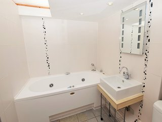 3 bedroom House with Internet Access in Holywell - Holywell vacation rentals