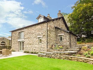 KEEPERS COTTAGE, detached, private hot tub, enclosed garden, woodburner, nr Newby Bridge, Ref 923820 - Newby Bridge vacation rentals