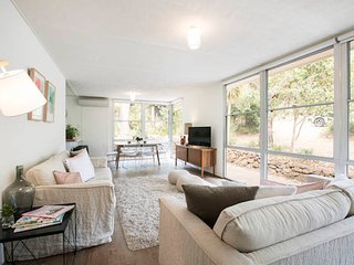 Twiggy * Anglesea - renovated 1960s's gem - Anglesea vacation rentals