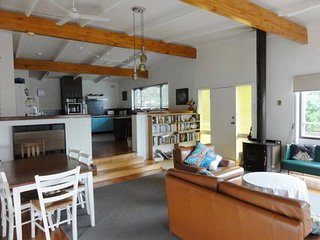 Tidal View Beach House - Close to the water - Rhyll vacation rentals