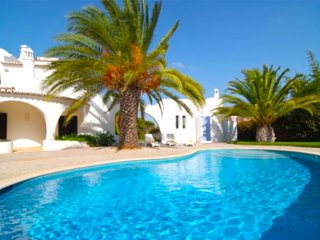 3 bedroom villa Casa Lombos, with private pool and close to the beach! - Porches vacation rentals