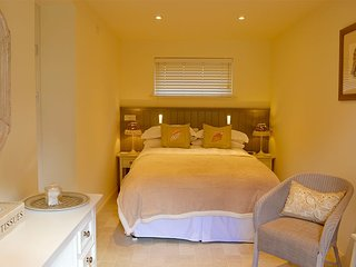 Littlevale - Great bolt-hole moments from centre of quaint village - Godshill vacation rentals