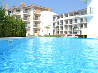 OG AG - São Martinho do Porto - Modern 1 bedroom apartment with a large pool - Sao Martinho do Porto vacation rentals