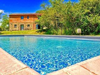 Villa Poderuccio with private pool - Castiglioncello del Trinoro vacation rentals
