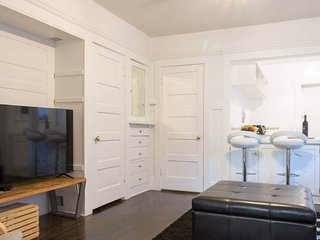 Furnished 1-Bedroom Apartment at Speedway & Paloma Ct Los Angeles - Venice Beach vacation rentals