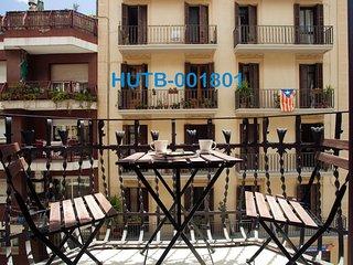 Paralel 2. Very close to Ramblas. 6 People. Metro - Barcelona vacation rentals