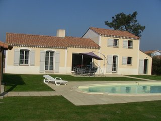 Bright 4 bedroom Villa in L'Aiguillon-sur-Vie - L'Aiguillon-sur-Vie vacation rentals