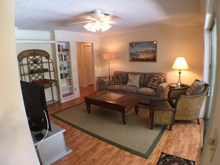 Privacy, pool, outdoor dining, river view, walk to beach - Vero Beach vacation rentals