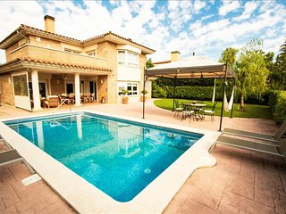 Amazing villa for 9 guests in Tarragona, situated on a golf course! - Tarragona vacation rentals