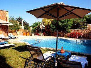 Big villas complex 18 sleeps with  private pool and sea view,ideal for big group - Astratigos vacation rentals
