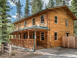 Modern Cedar Log Cabin with Hot Tub, Pool Table & Sauna - South Lake Tahoe vacation rentals