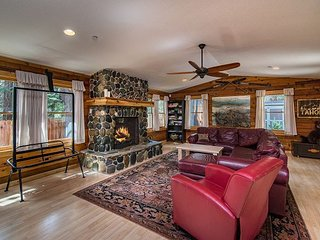 Modern Cedar Log Cabin with Hot Tub and Pool Table - South Lake Tahoe vacation rentals