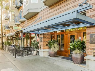 Belltown Studio Close to Pike Place Market, Ferries, All Downtown Sites! - Seattle vacation rentals