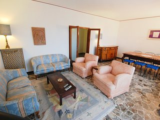 2 bedroom Apartment with Internet Access in Marghera - Marghera vacation rentals