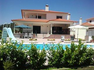 Schitterend Appartement met zwembad / Porto Longo 10 km van de kust Pedrogado - Pedrogao vacation rentals