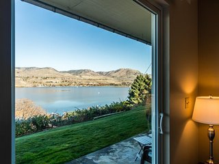 Lake and mountainview condo close to town and water - with patio & gas grill - Chelan vacation rentals
