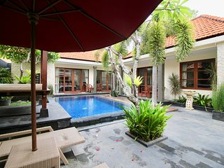 VILLA BETUTU LUXURY 3 BDRM POOL 1OO MTRS TO BEACH - Sanur vacation rentals