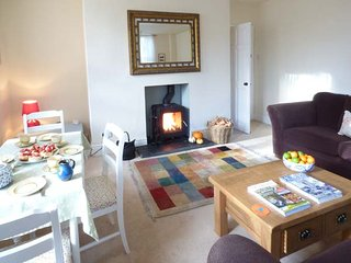 THE LANTERNS, ground floor, off road parking, WiFi, in Buxton, Ref 945105 - Buxton vacation rentals