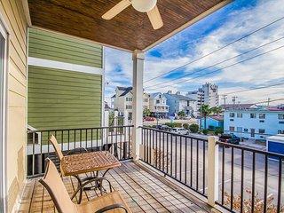 Garden City raised home, across from beach, walk to attractions + restaurants! - Garden City vacation rentals