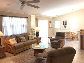 Bright 2 bedroom Vacation Rental in The Villages - The Villages vacation rentals