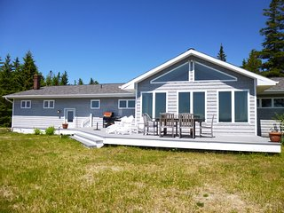 Beautiful 3 bedroom Saint Ignace House with Deck - Saint Ignace vacation rentals