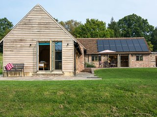 Bright House with Internet Access and Fireplace - Bells Yew Green vacation rentals