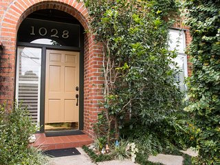 Magazine Street ARTSY & SECURE - New Orleans vacation rentals