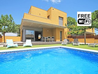 House with private swimming pool in L´Escala - L'Escala vacation rentals