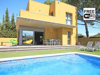Private villa with pool in L´Escala, 600m from the beach - L'Escala vacation rentals