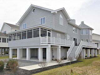 Just under 3 blocks to the beach! Spacious 6 bedroom home with parking! - Bethany Beach vacation rentals
