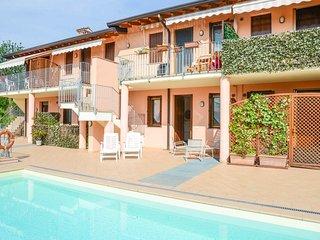 Cozy 1 bedroom Sirmione Condo with Shared Outdoor Pool - Sirmione vacation rentals