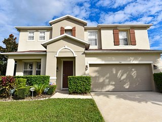 Luxurious 4000 sq ft. 5 bed villa with 3 ensuites, 3 lounges, pool & games room - Davenport vacation rentals