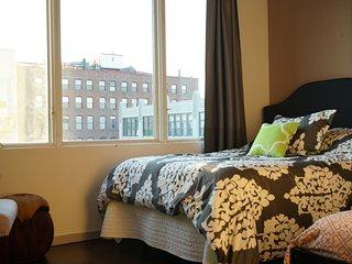 Easy Going Room in 4 Bed, 2 Bath+ Gym, Roof, Pool+ - New York City vacation rentals