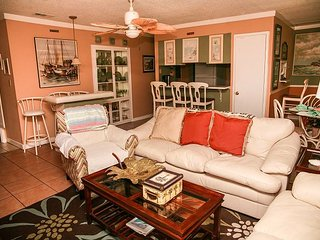 Perfect family vacation condo! Soak up the sun or enjoy the fishing lake! - Destin vacation rentals