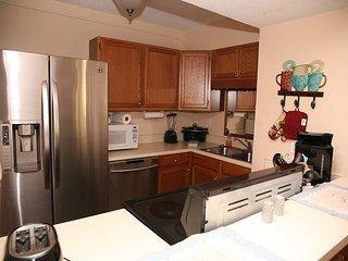 Charming 2 bedroom family condo in Destin. Super cute 1st floor unit!! - Destin vacation rentals