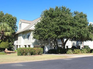 Nice House with A/C and Shared Outdoor Pool - Pawleys Island vacation rentals