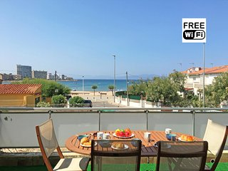 Apartment with terrace and sea view, 100m from the beach - L'Escala vacation rentals
