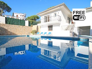 Vacation home with a large private pool in L´Escal - L'Escala vacation rentals