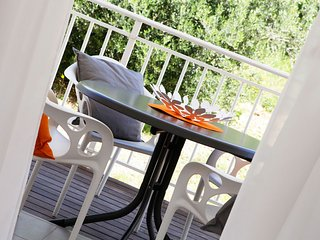 Adria 5-peaceful 2-bedroom apartm. for up to 5 people-close to beach and center - Bol vacation rentals